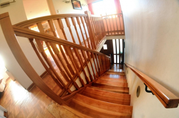 Escaleras exteriores de madera cool escaleras de madera for Cuanto vale una escalera